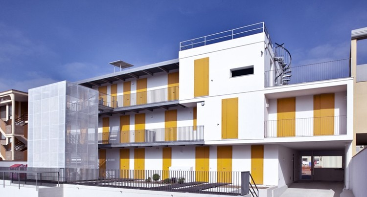 Vivienda Social en Elmas / 2+1 officina architettura, Cortesía de Pierluigi Dessì / Confinivisivi