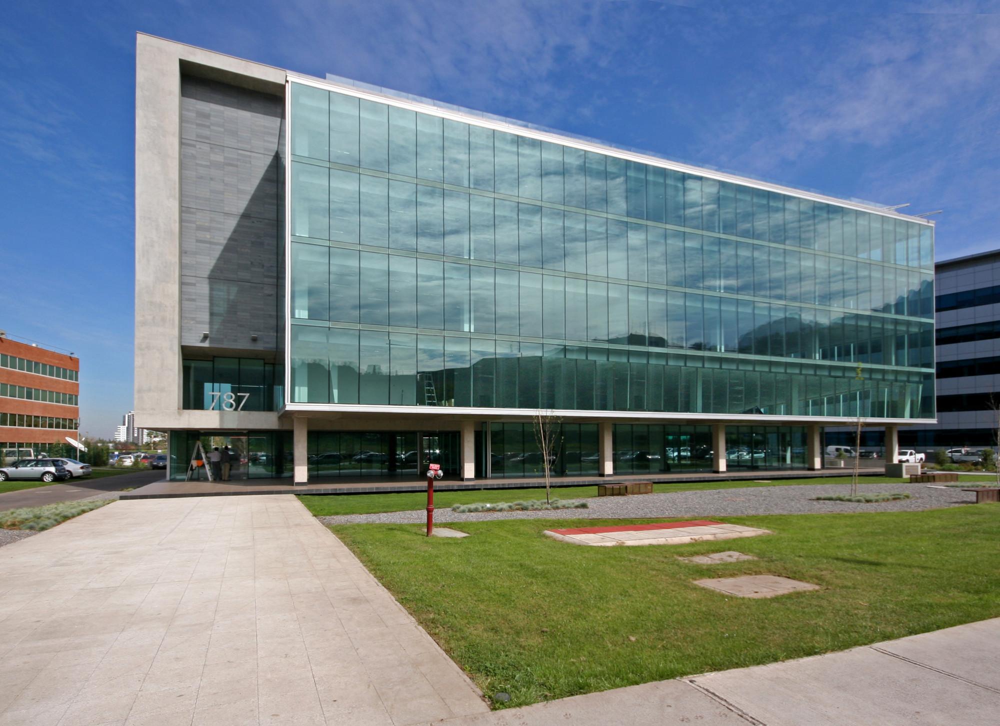 Edificio 14 estudio larra n archdaily m xico for Edificios minimalistas