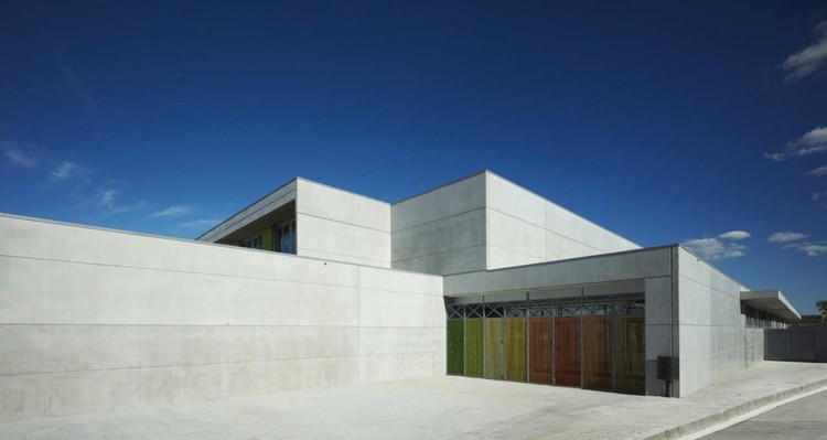 Escuela Primaria y Preescolar Les Cabanyes / Arqtel, © Eugeni Pons