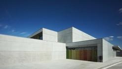 Escuela Primaria y Preescolar Les Cabanyes / Arqtel