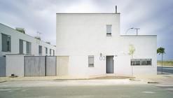 58 Municipal Houses / Lourdes Bueno Garnica & José Miguel Chaparro Mora