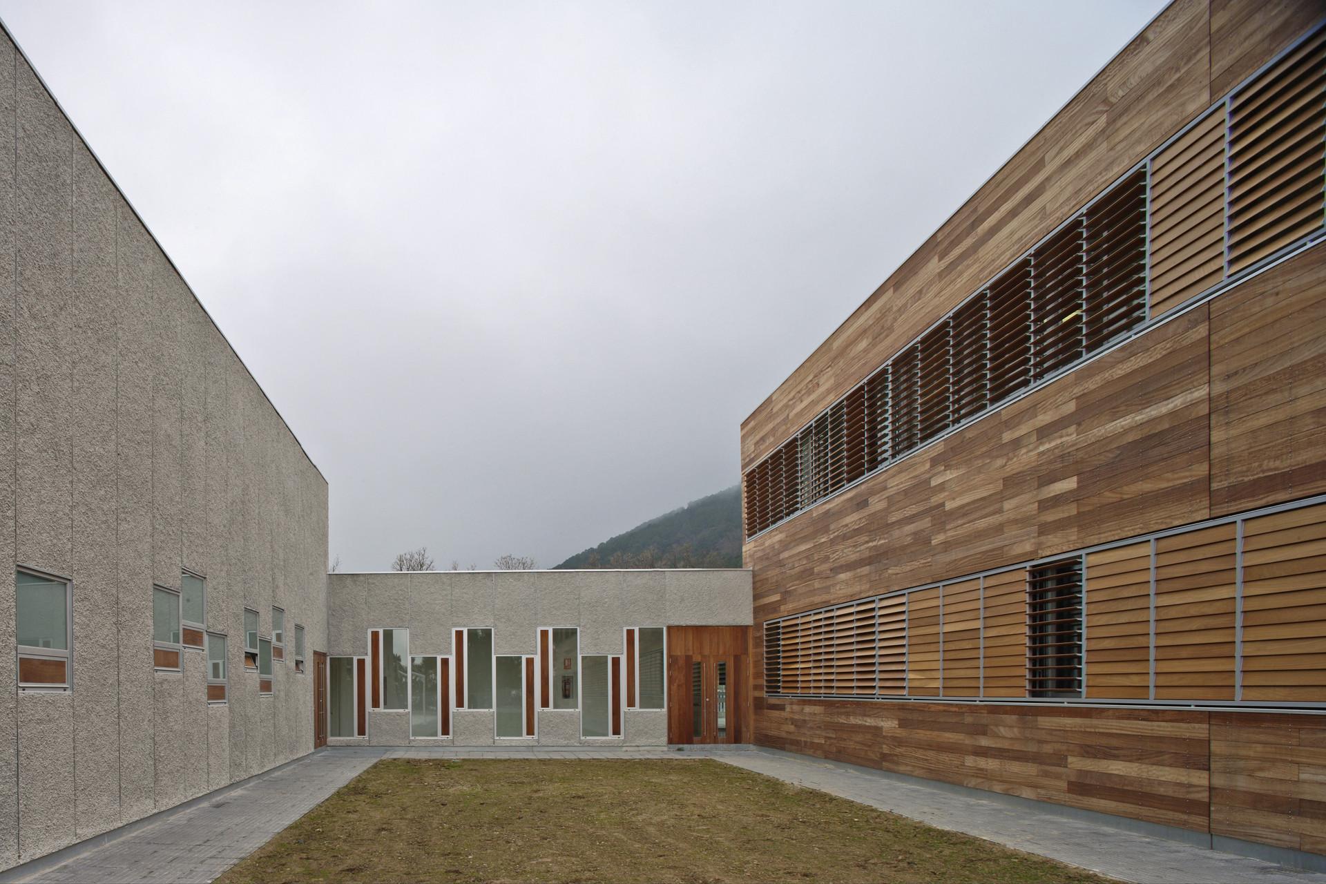 Colegio en piedralaves bmasc arquitectos archdaily m xico - Arquitectos en avila ...