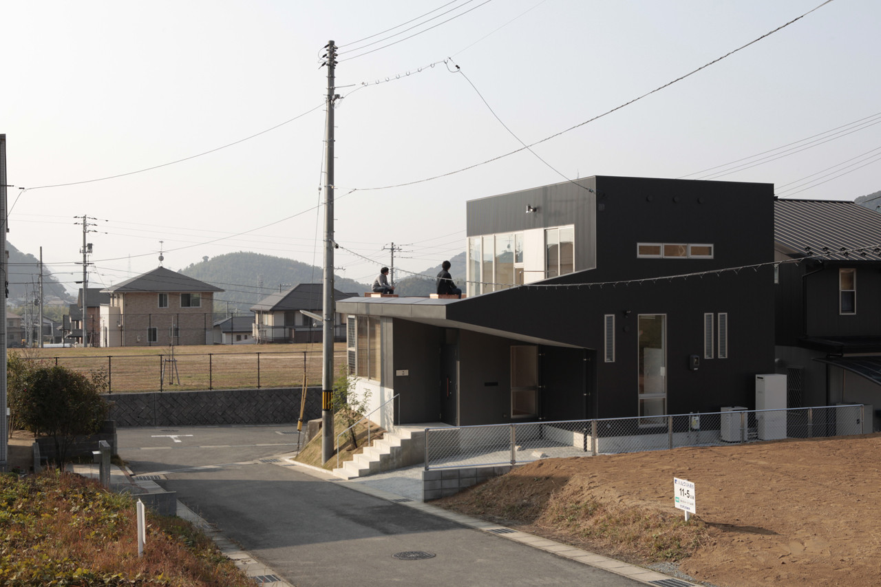House of Bank and Roof / Masao Yahagi Architects
