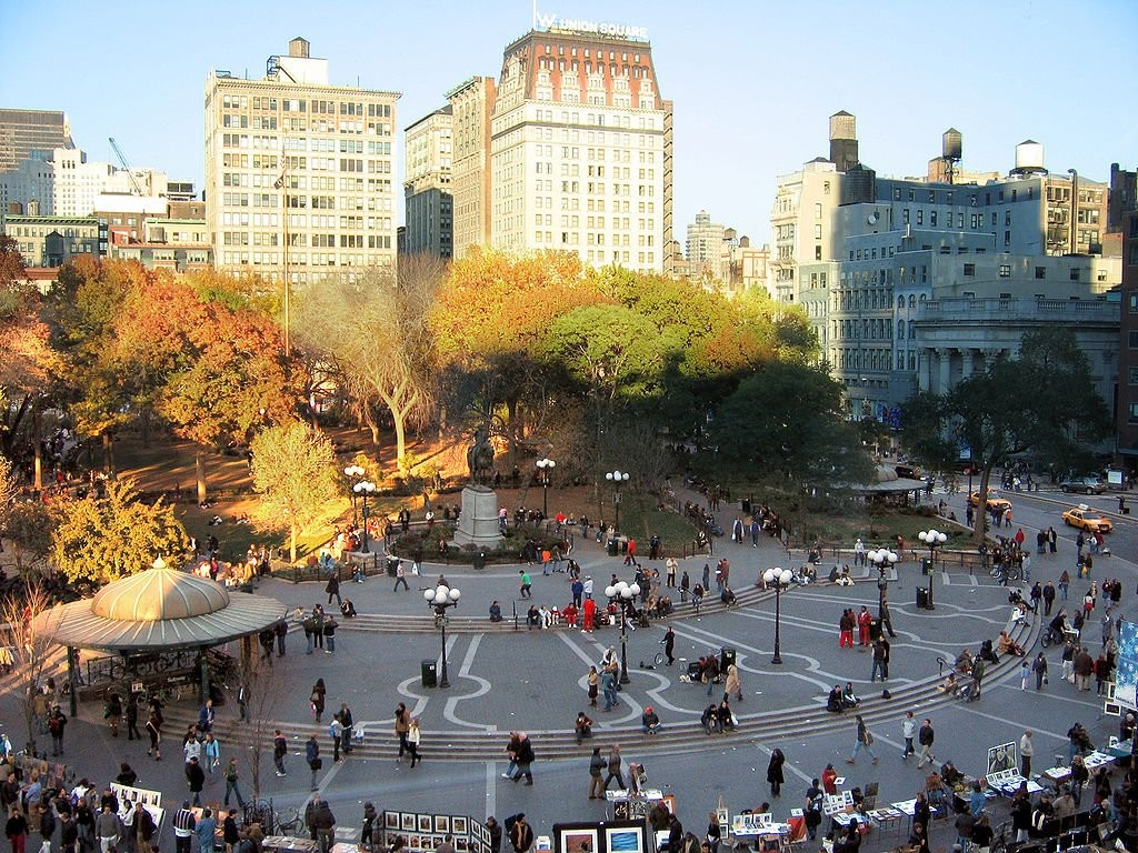 Union Square via <a href='https://creativecommons.org/licenses/by-sa/3.0/'>Wikimedia</a> Commons