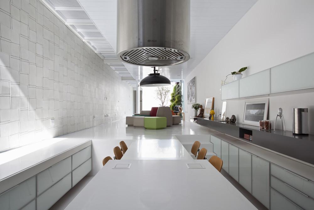Casa 4 x 30 fgmf arquitectos cr2 arquitectos - Casas estrechas y largas ...