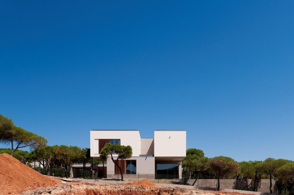Casa en Praia Verde / Nelson Resende Arquitecto, © FG+SG – Fernando Guerra, Sergio Guerra