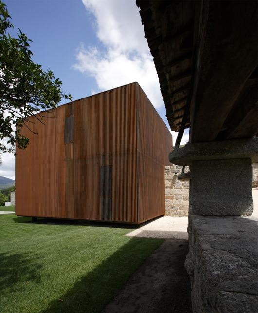 Casa en Sequeiros / Topos Atelier de Arquitectura, © Xavier Antunes