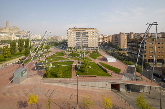Plaza Blas Infante / Estudio Domingo Ferré, © Jordi Bernadó