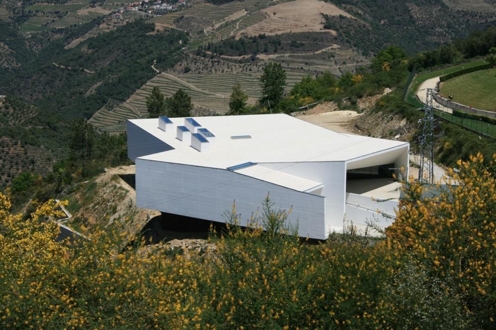 Piscinas Municipales Tabuaço / Topos Atelier de Arquitectura, © Xavier Antunes