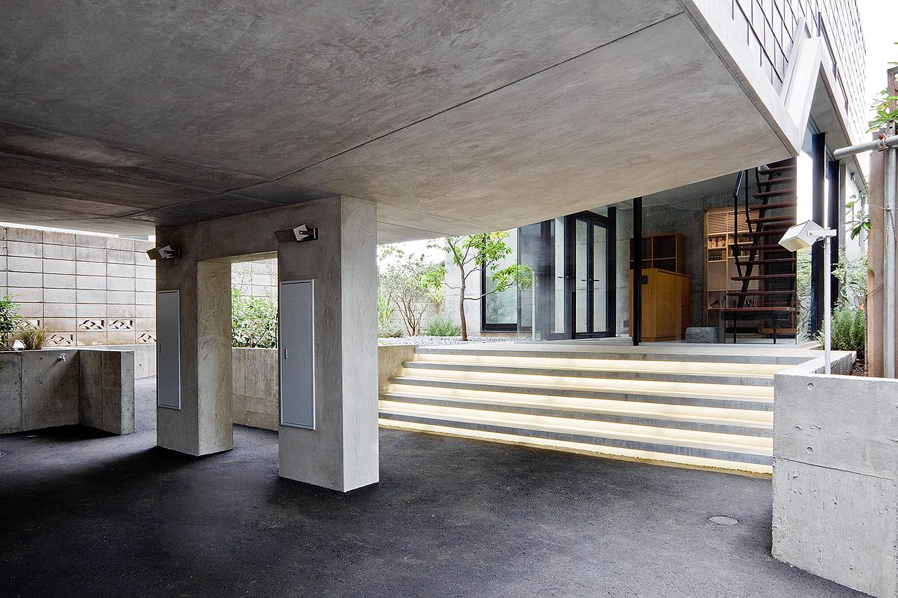 Casa en Eifukucho / Upsetters Architects, © Yusuke Wakabayashi