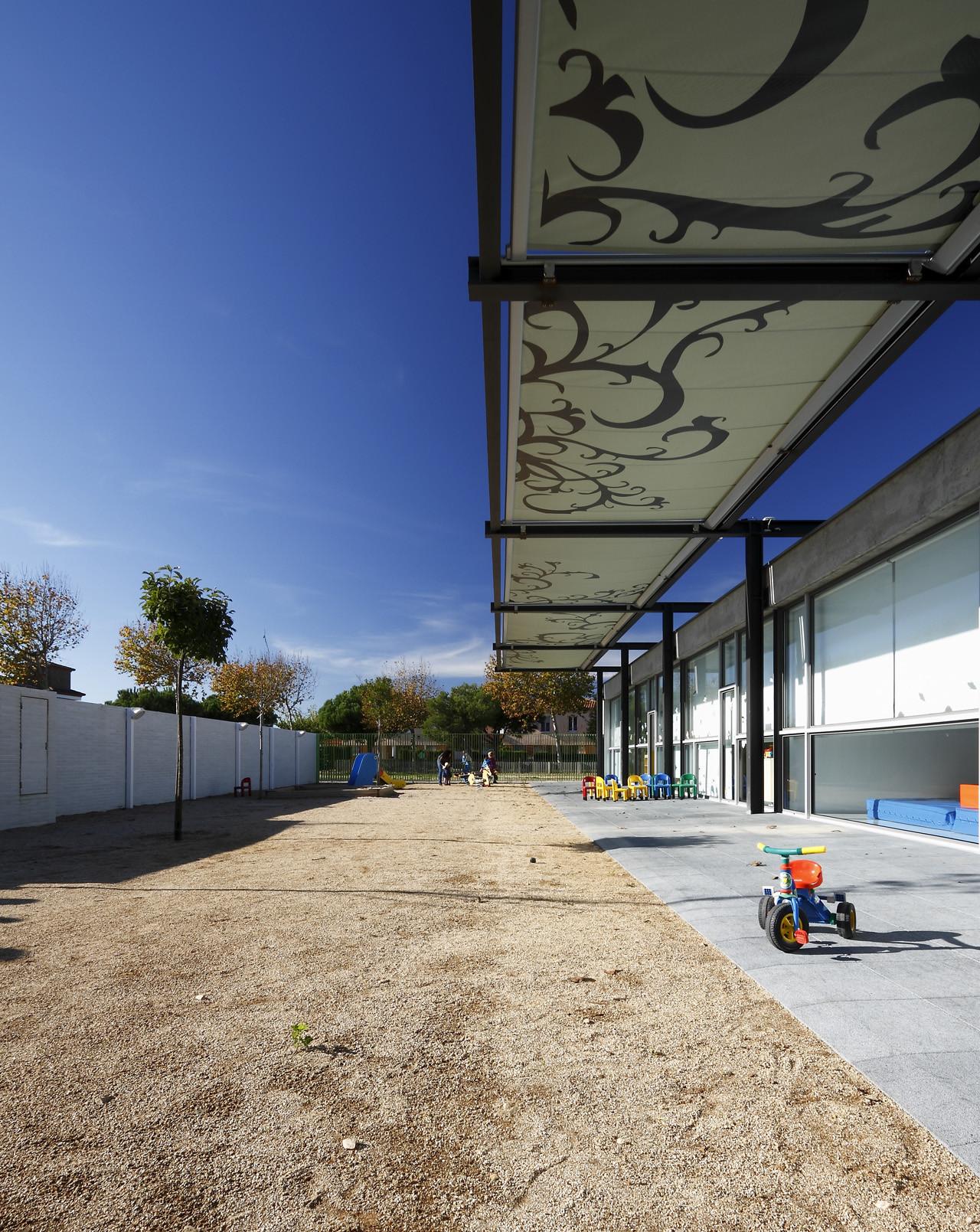 Galer a de jard n de infancia abar arquitectos ovidi for Cd market galeria jardin