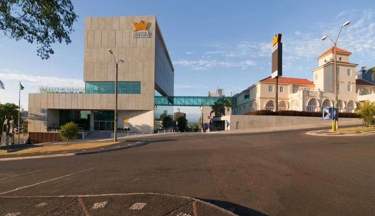 Hotel y Casino Rivera / Gualano + Gualano arquitectos, © Marcos Mendizabal