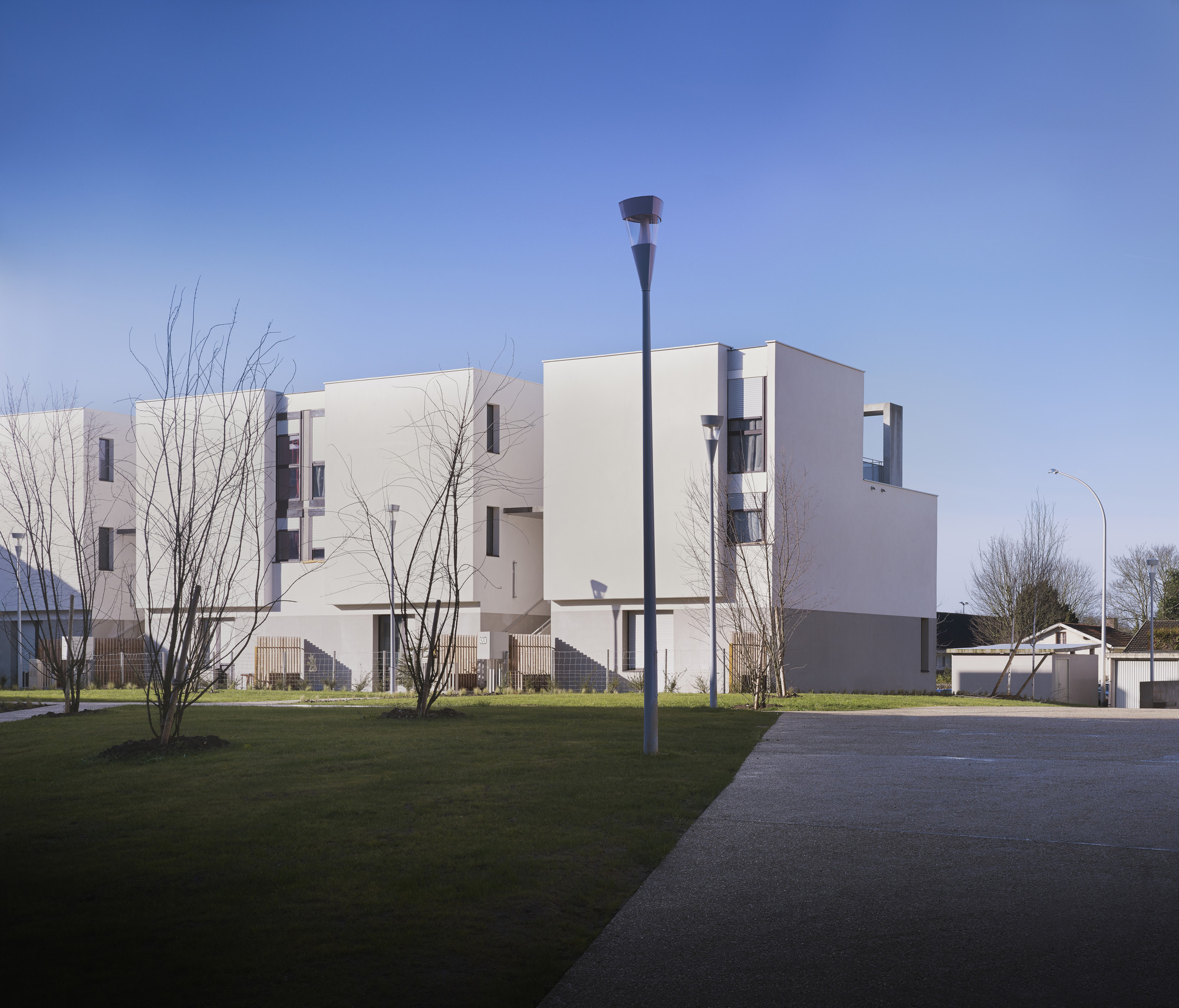 38 Social Housing in Eaubonne / LEM +