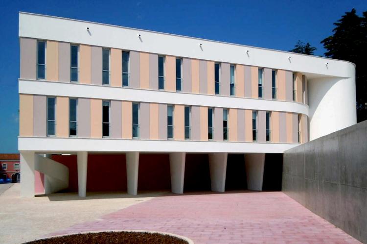 Bloque de alojamiento de Sargentos / Filipe Oliveira, Cortesía de Filipe Xavier Oliveira