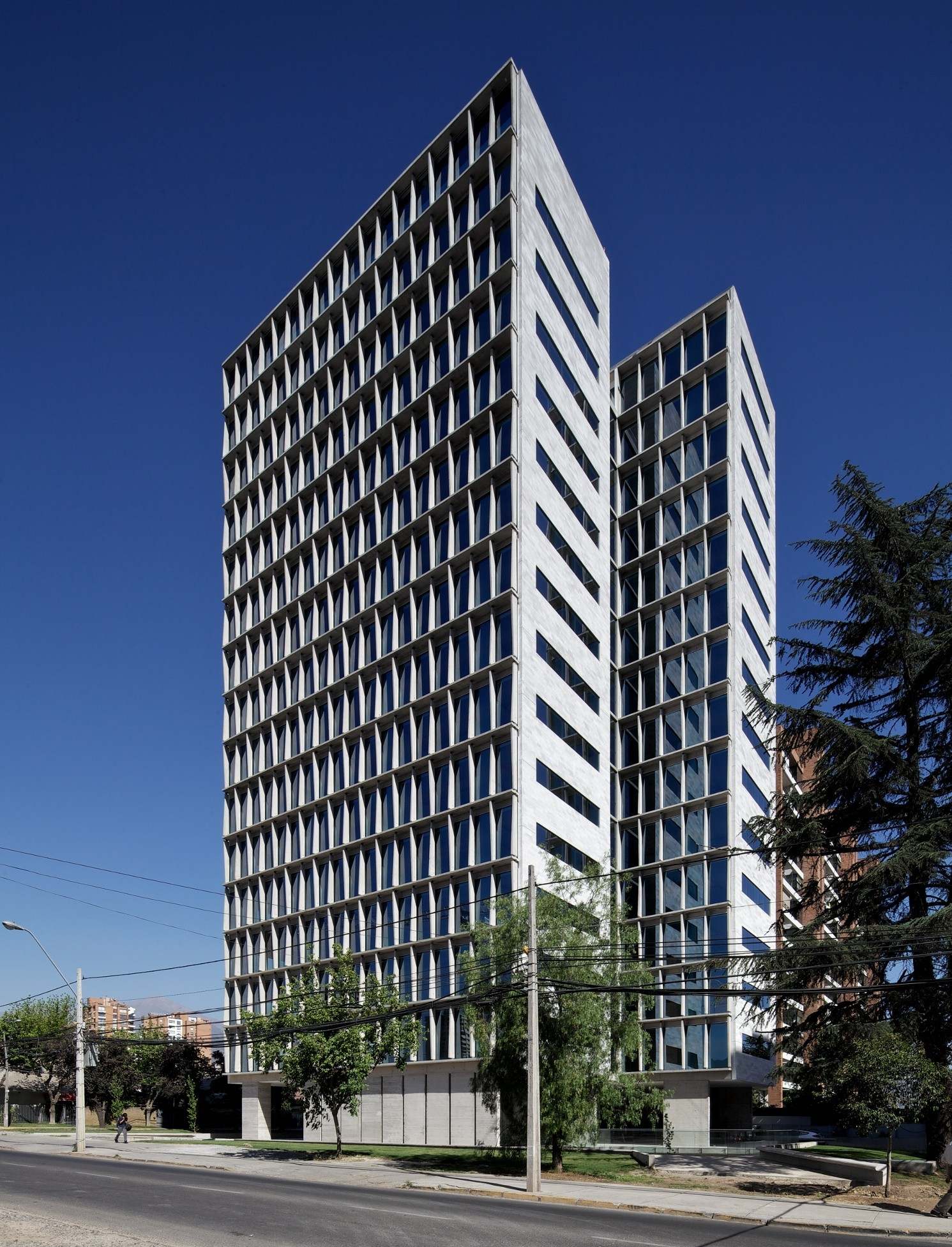Edificio de oficinas calle los militares mobil for Plataforma arquitectura