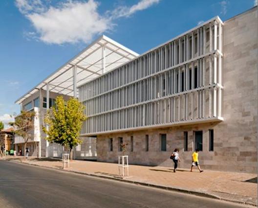 Edificio MOP Rancagua / Iglesis Prat Arquitectos + Tau 3 Arquitectos, © Aryeh  Kornfeld