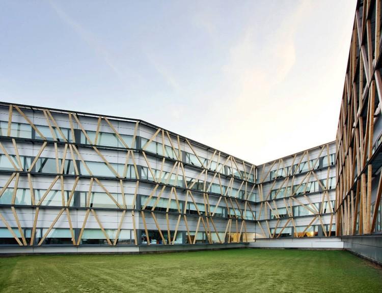 Universidad Corporativa de Telefónica en el Parc de Bell-llo /  Batlle i Roig Arquitectes, © José Hevia