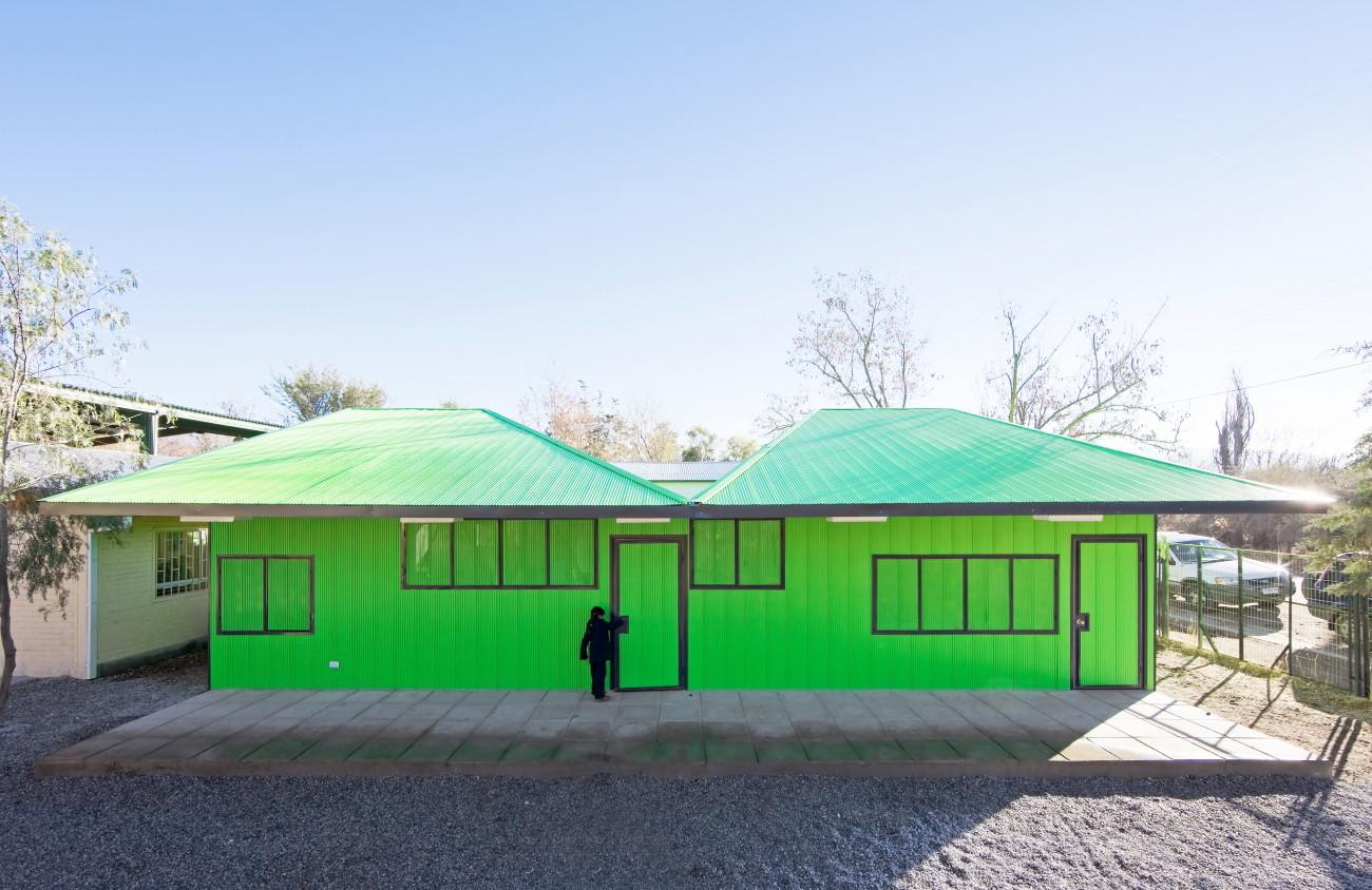 Salas de Clases Atrapa Luz / LAND Arquitectos, © Sergio Pirrone