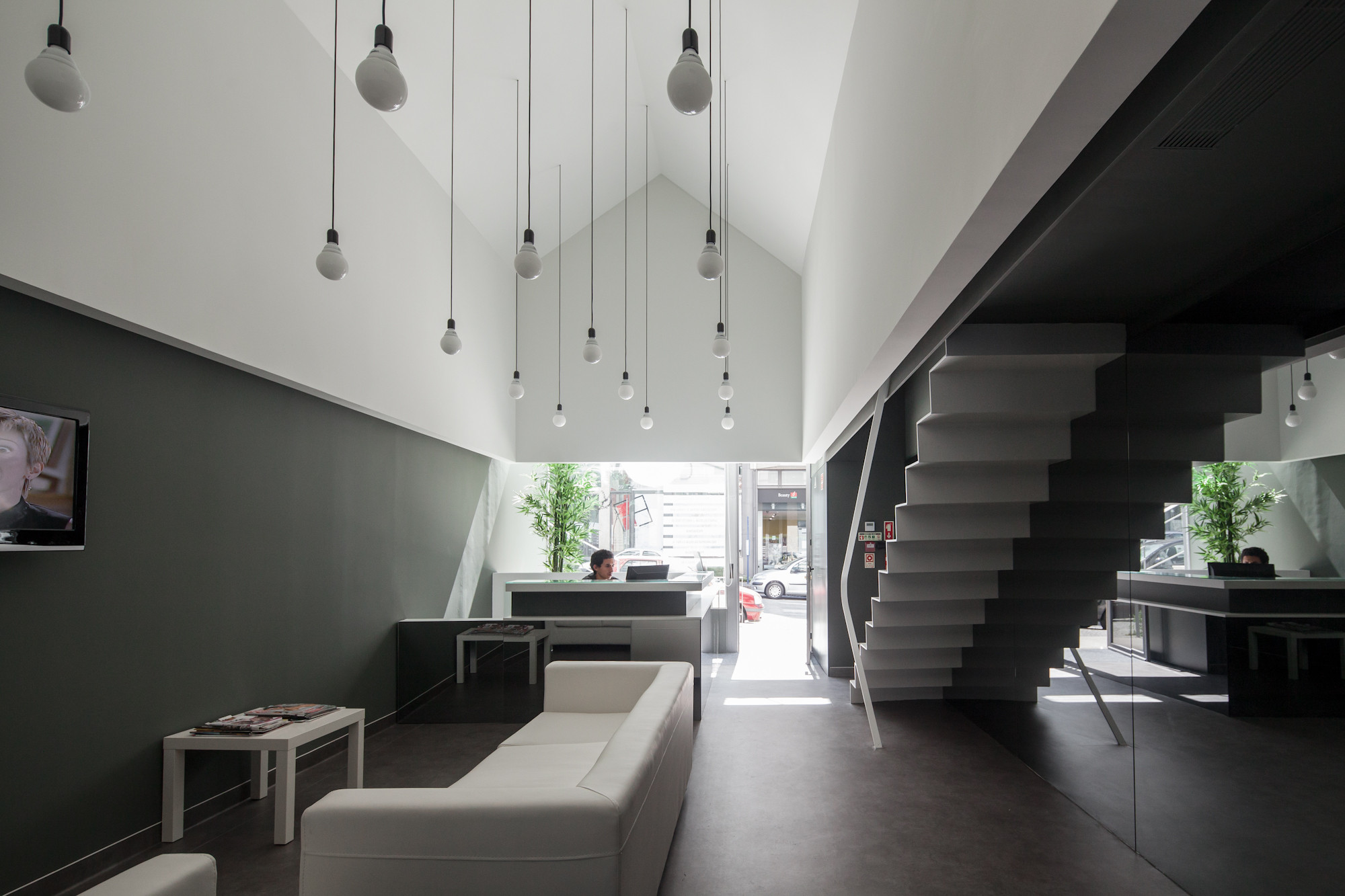 Gallery of dental clinic in oporto paulo merlini 10 for Dental clinic interior designs