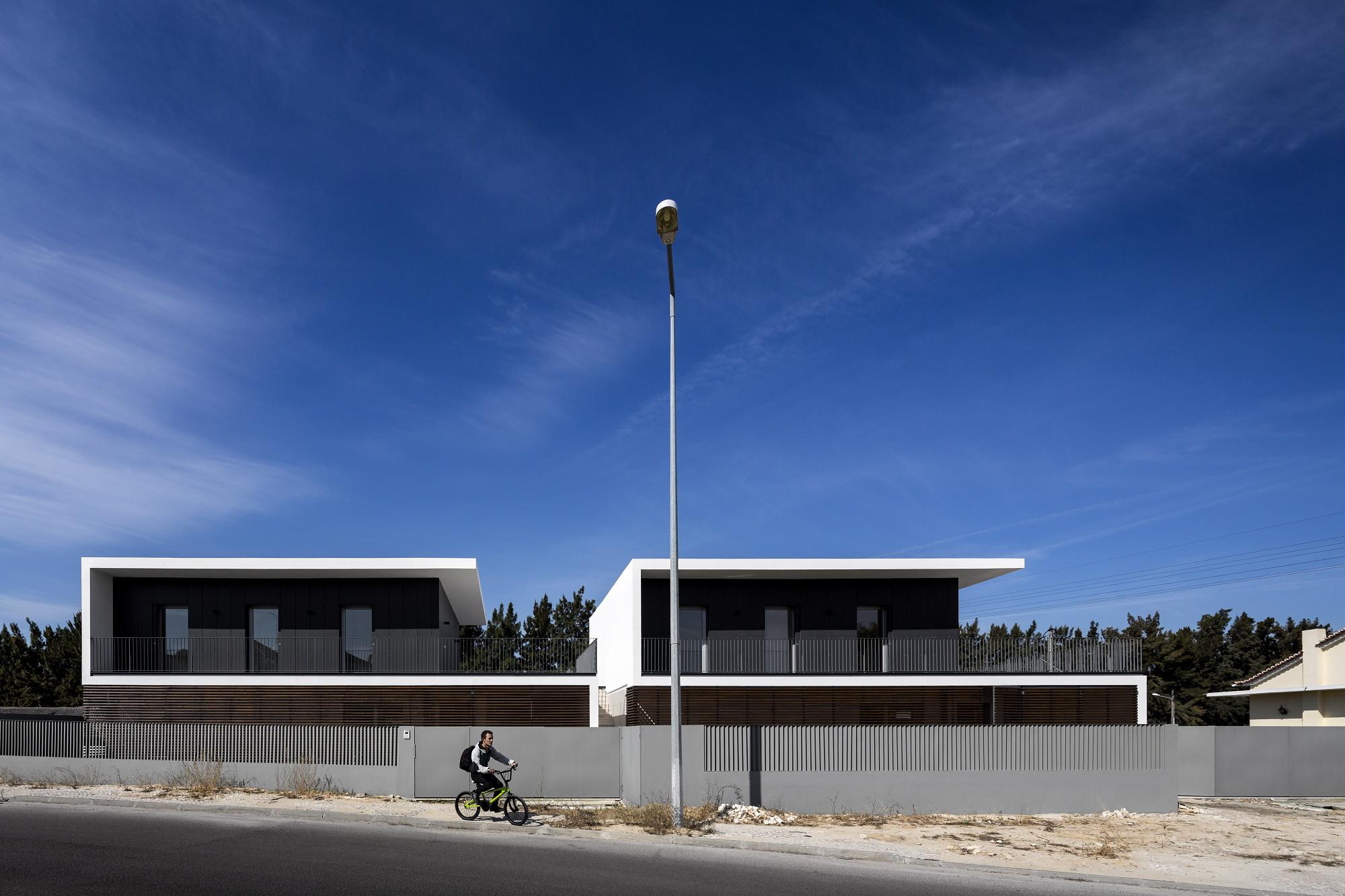 Houses in Setubal / OW arquitectos, © Fernando Guerra | FG+SG