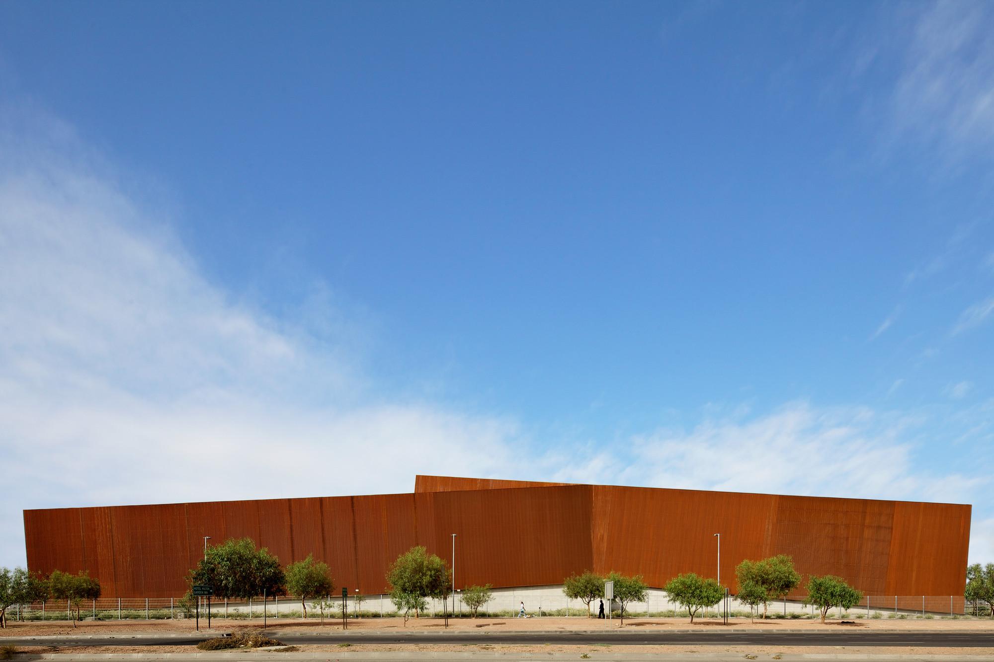 Ferretería O´Higgins / GH+A Guillermo Hevia Arquitectos, © Nico Saieh
