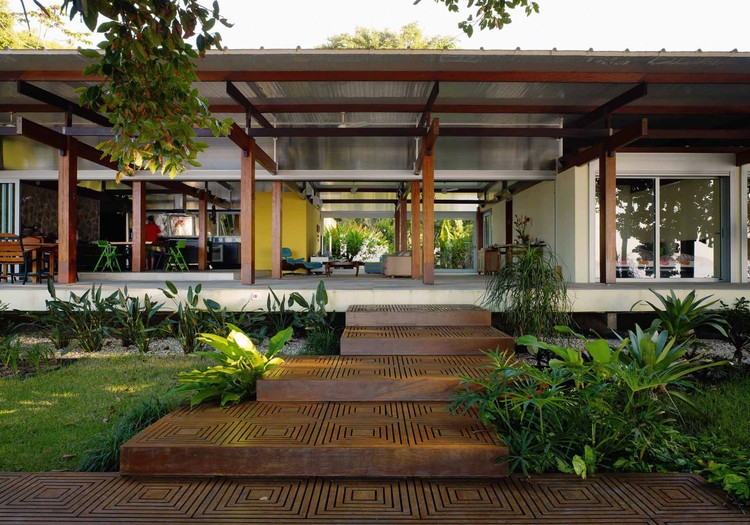 Casa en Praia Preta / Nitsche Arquitetos, Cortesía de Nitsche Arquitetos