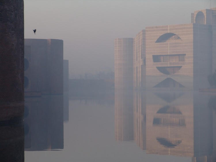 Video: Louis Kahn Talks to a Brick, National Assembly Building of Bangladesh