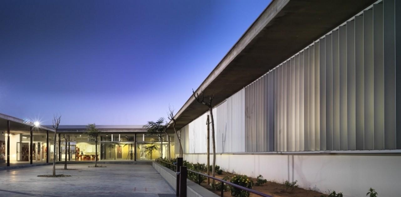 Gallery of school in alcal de guada ra gabriel verd arquitectos 6 - Piscina cubierta alcala de guadaira ...