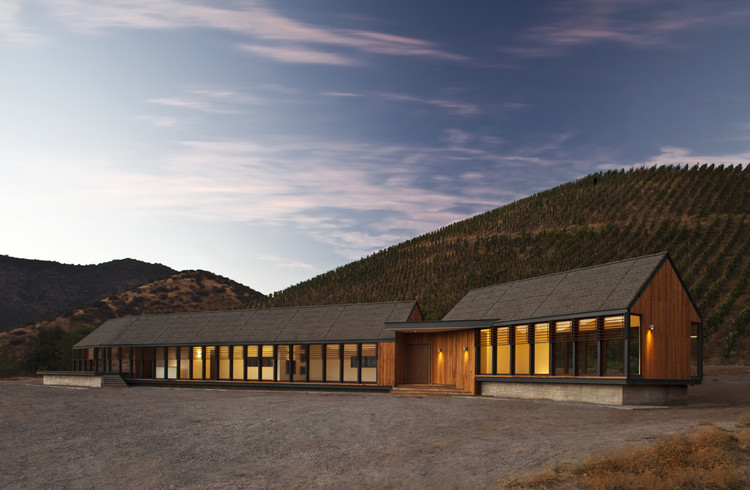 Wine tasting house in maipo winery claro westendarp for Winery floor plans by architects