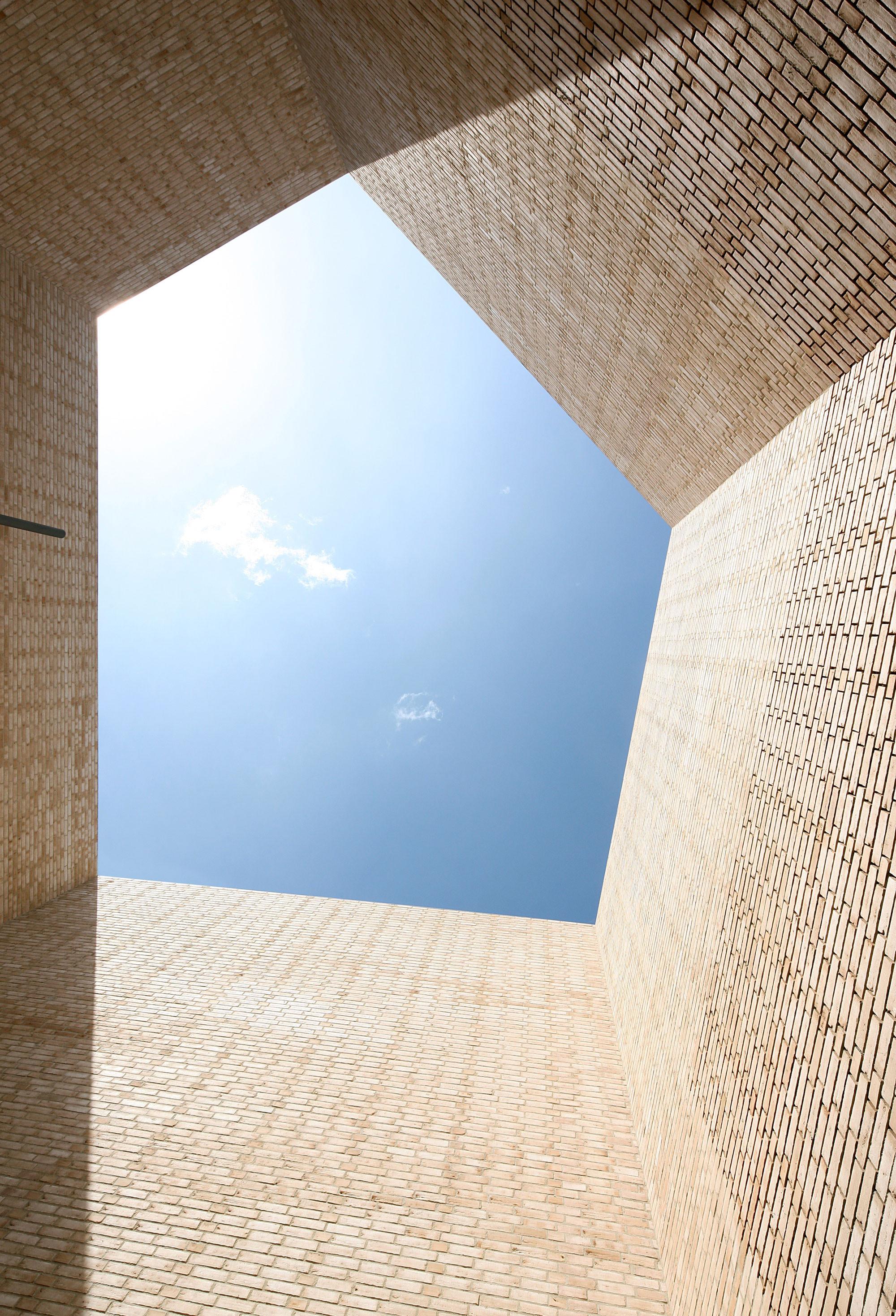 Gallery of buda art centre 51n4e 2 for Dujardin kortrijk