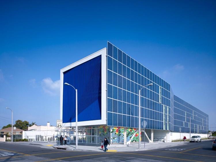 Green Dot Animo Leadership High School / Brooks + Scarpa Architects, © John Linden