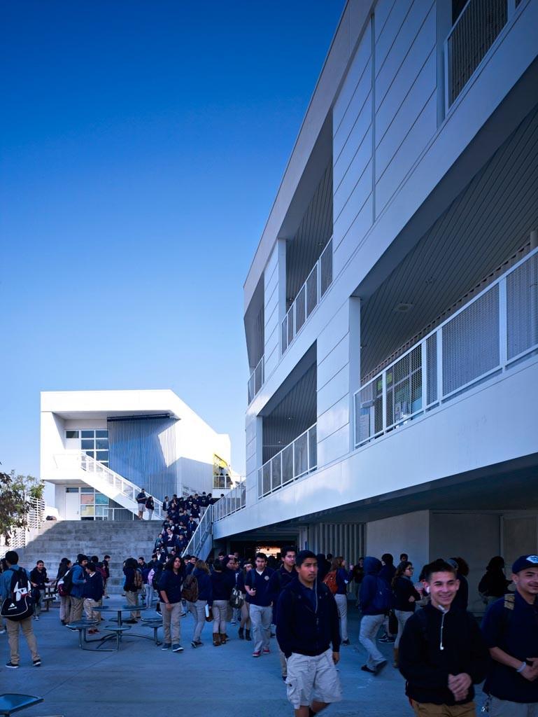 Green Dot Animo Leadership High School / Brooks + Scarpa Architects