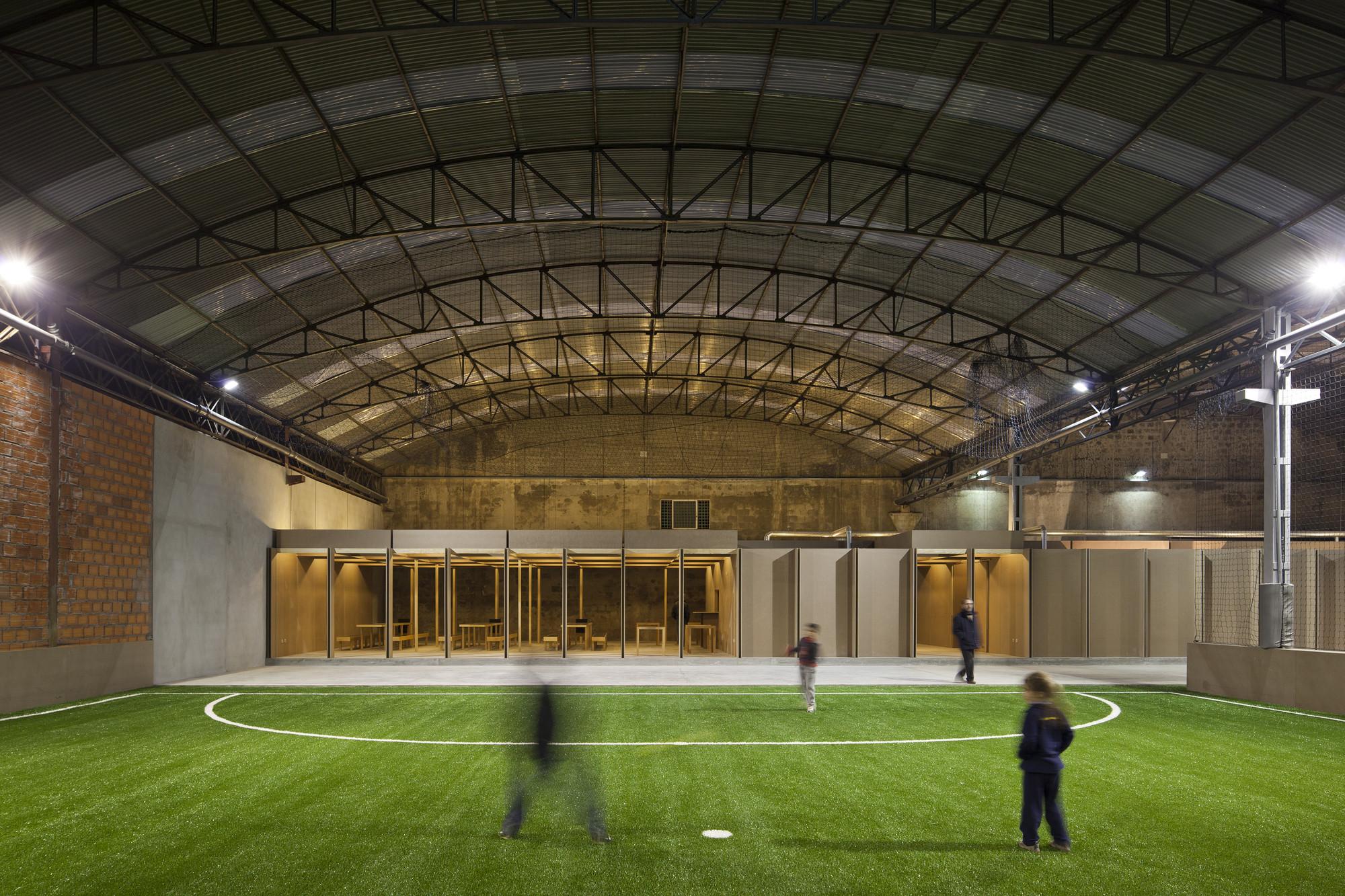 N10-Eiras Sports Facility / Comoco, © FG+SG - Fernando Guerra, Sergio Guerra