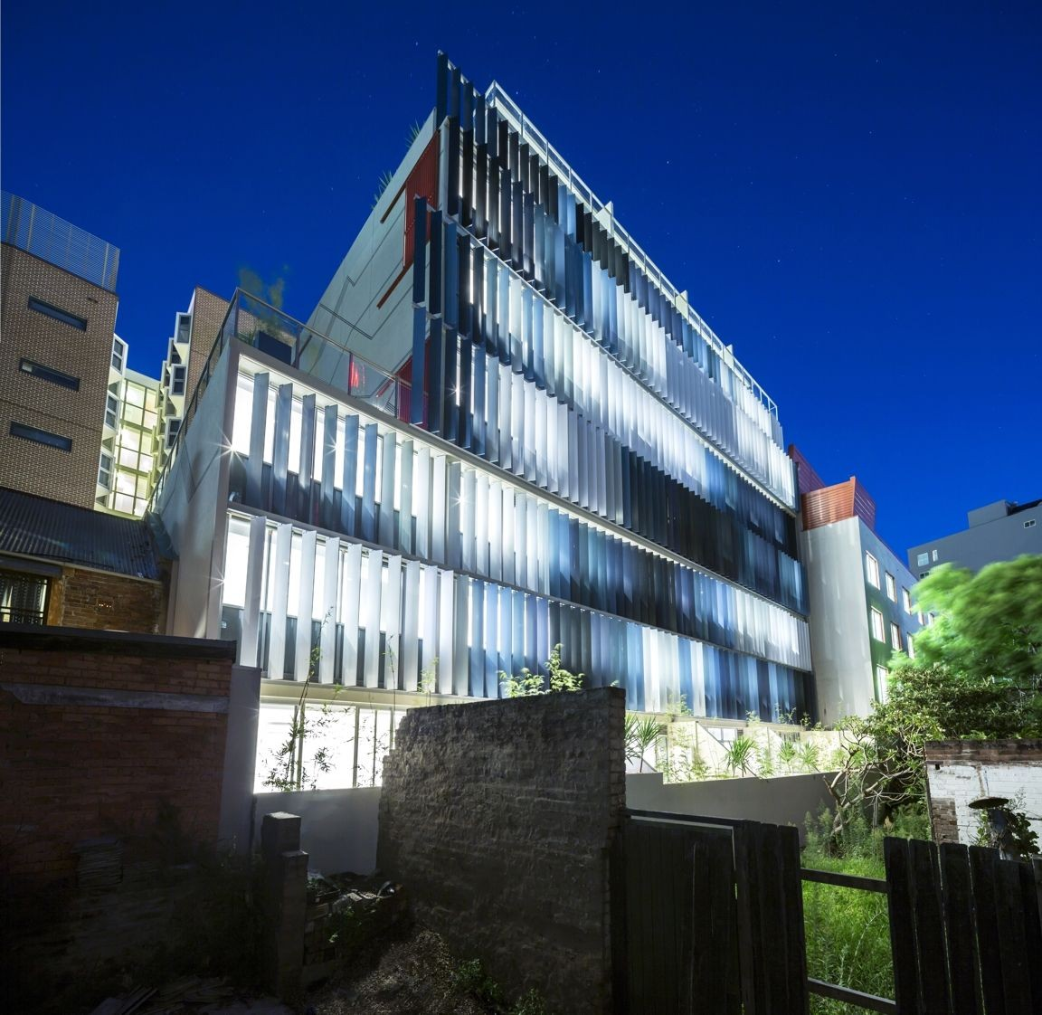 eden art wall apartments / tony owen partners | archdaily