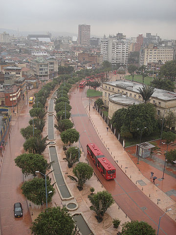 An example of the Transmilenio bus in Colombia. Image via <a href='https://creativecommons.org/licenses/by-sa/3.0/'>Wikimedia</a> Commons User Rafael Callamand Pictures  Plans  Youtube Vimeo