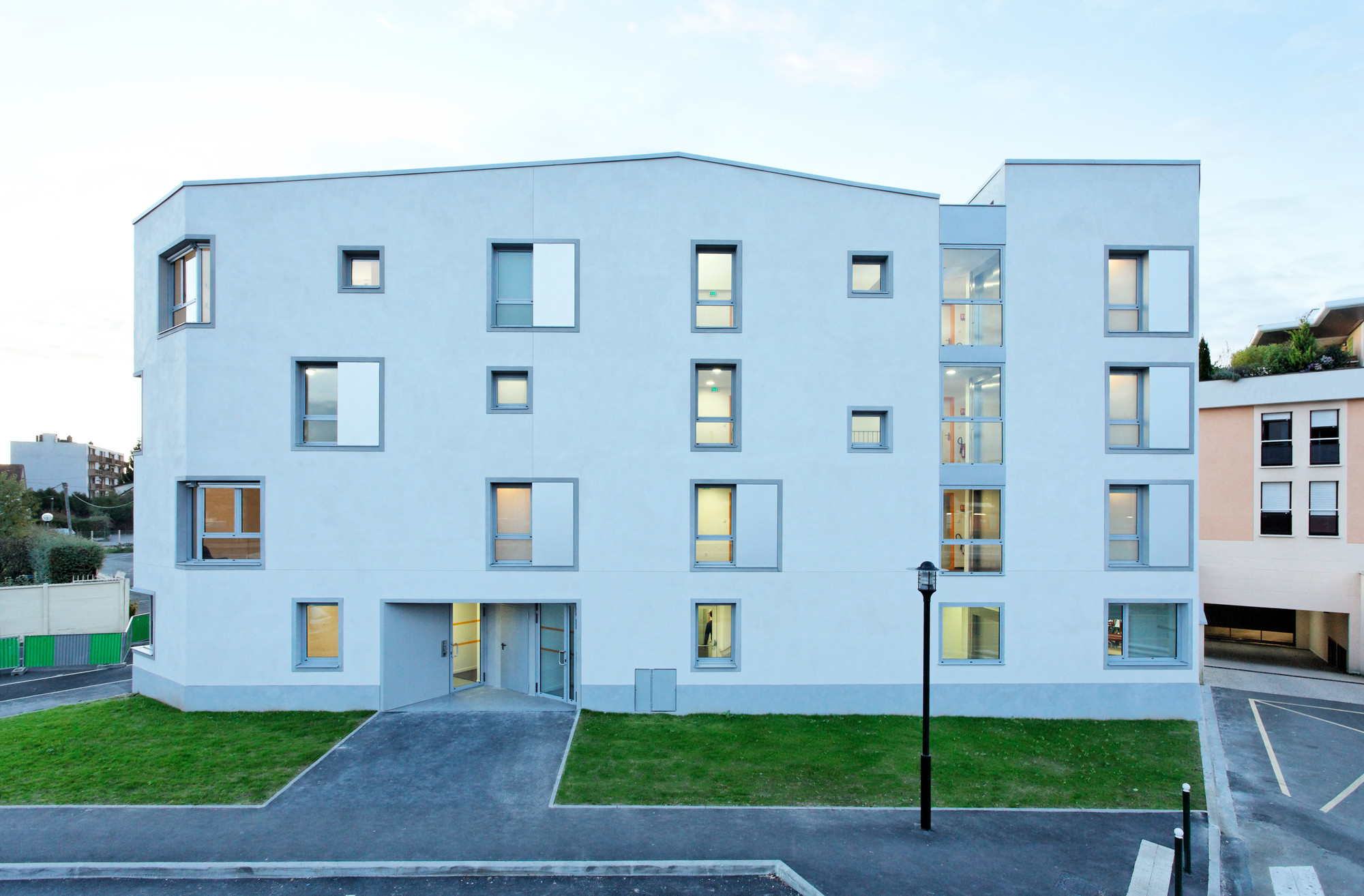 Transition Centre of 24 housing in Rambouillet / Benjamin Fleury, © David Boureau