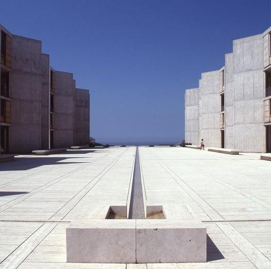 Salk Instutute in La Jolla, California, Louis Kahn 1959-65 C. The Architectural Archives, University of Pennsylvania / © John Nicolais