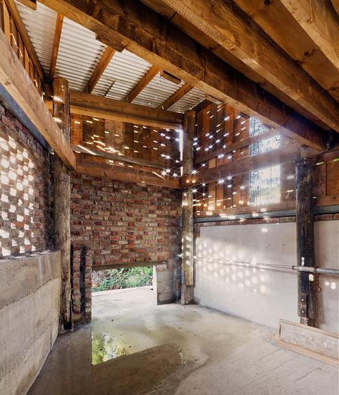Establo de Materiales Reciclados / The Cowshed Collective, © Ste Murray