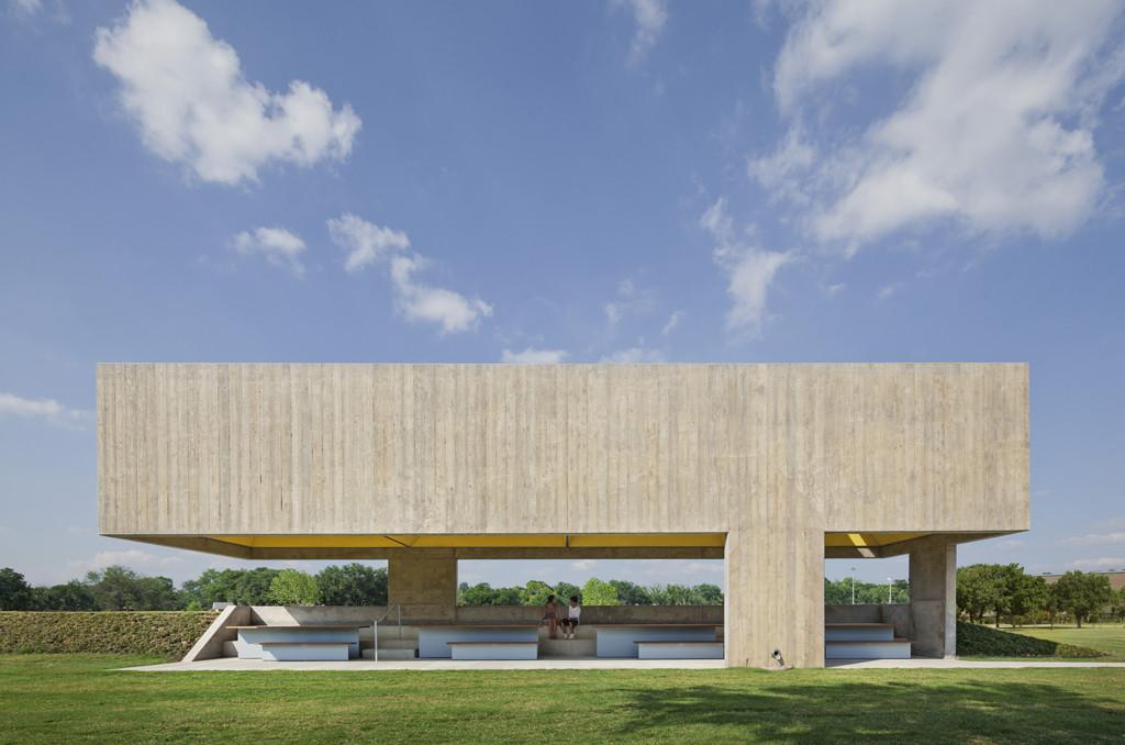 Webb Chapel Park Pavilion © Eduard Hueber / archphoto