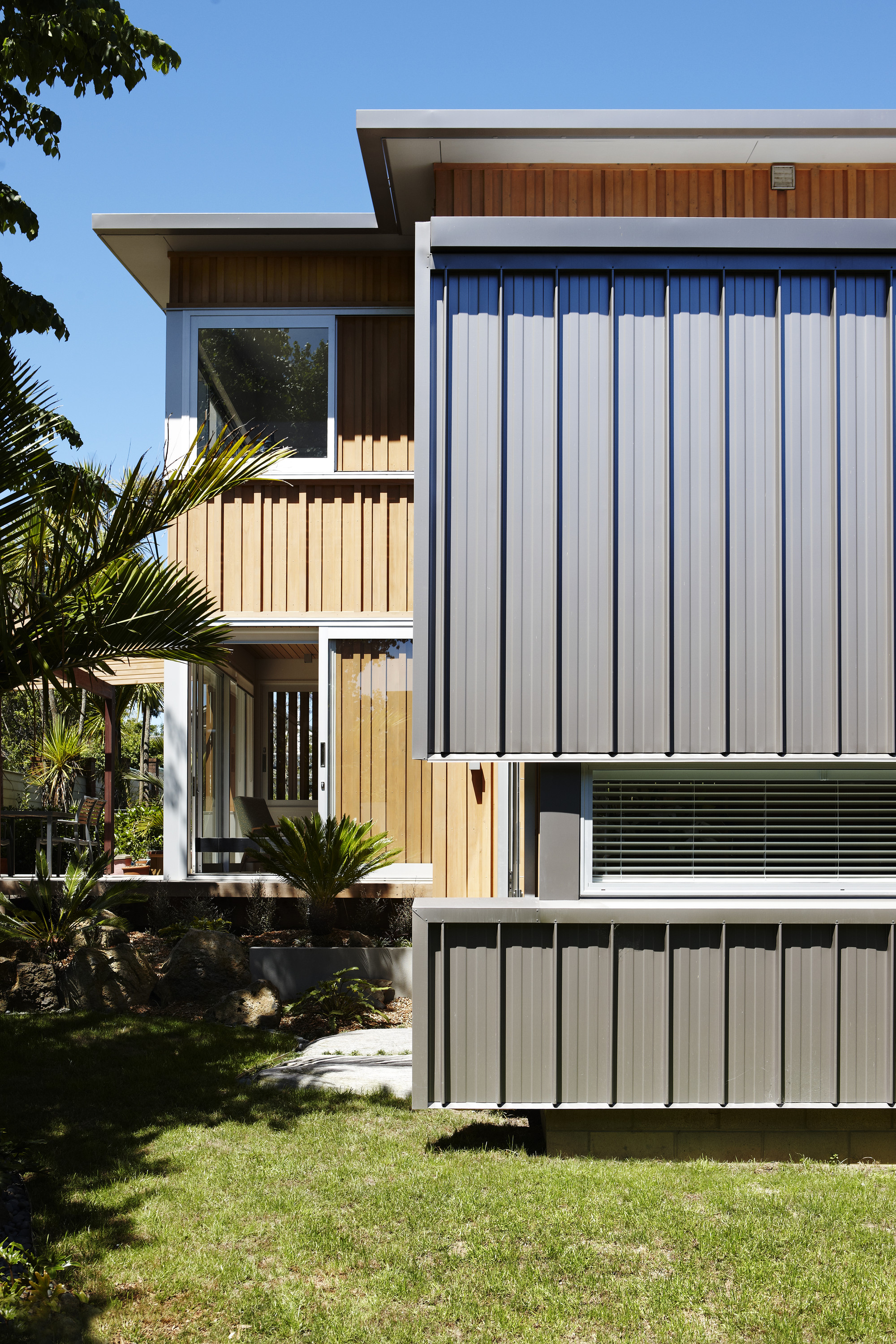 Gallery of nikau house strachan group architects 9 for Board and batten houses architecture