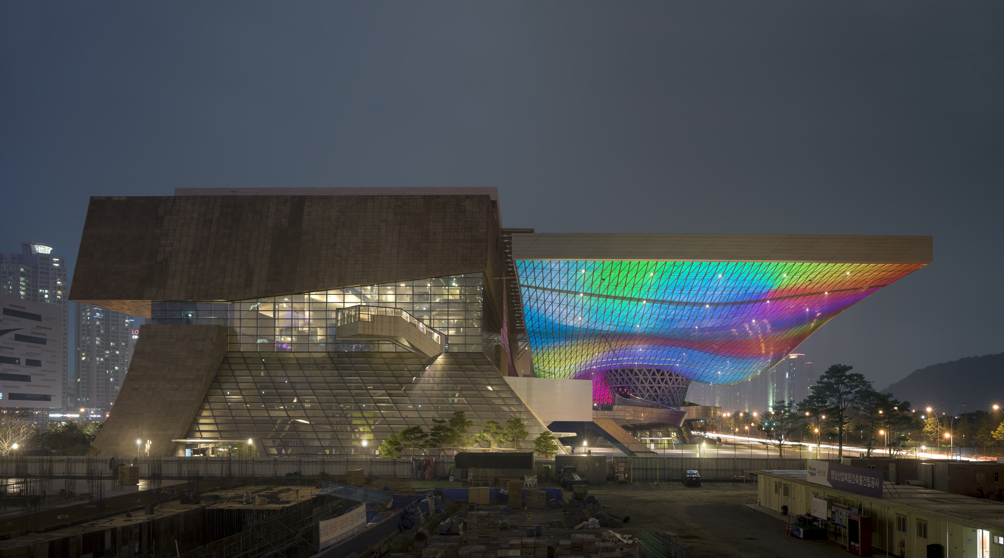 Gallery of Busan Cinema Center / Coop Himmelb(l)au - 12