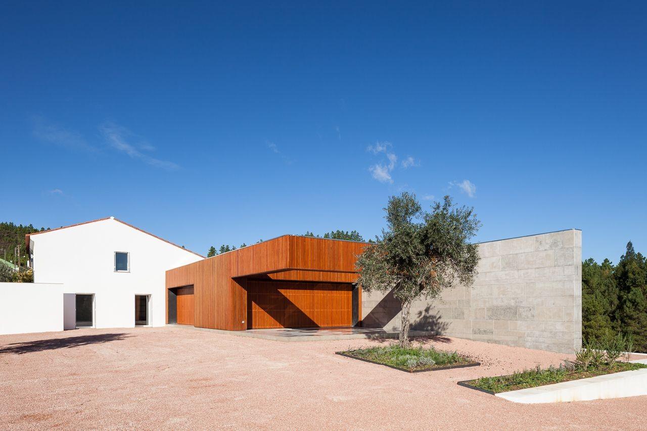 Vale de Abelha House / Duarte Pape