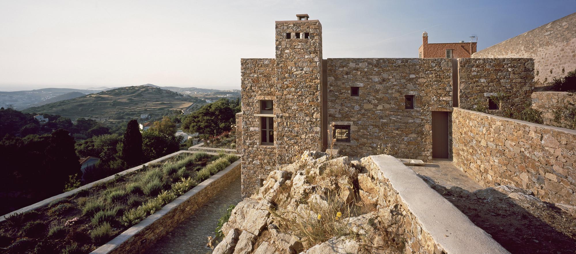Syros House / Myrto Miliou, © Erieta Attali