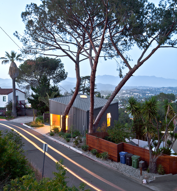 Big & Small House / Anonymous Architects, Cortesía de Anonymous Architects