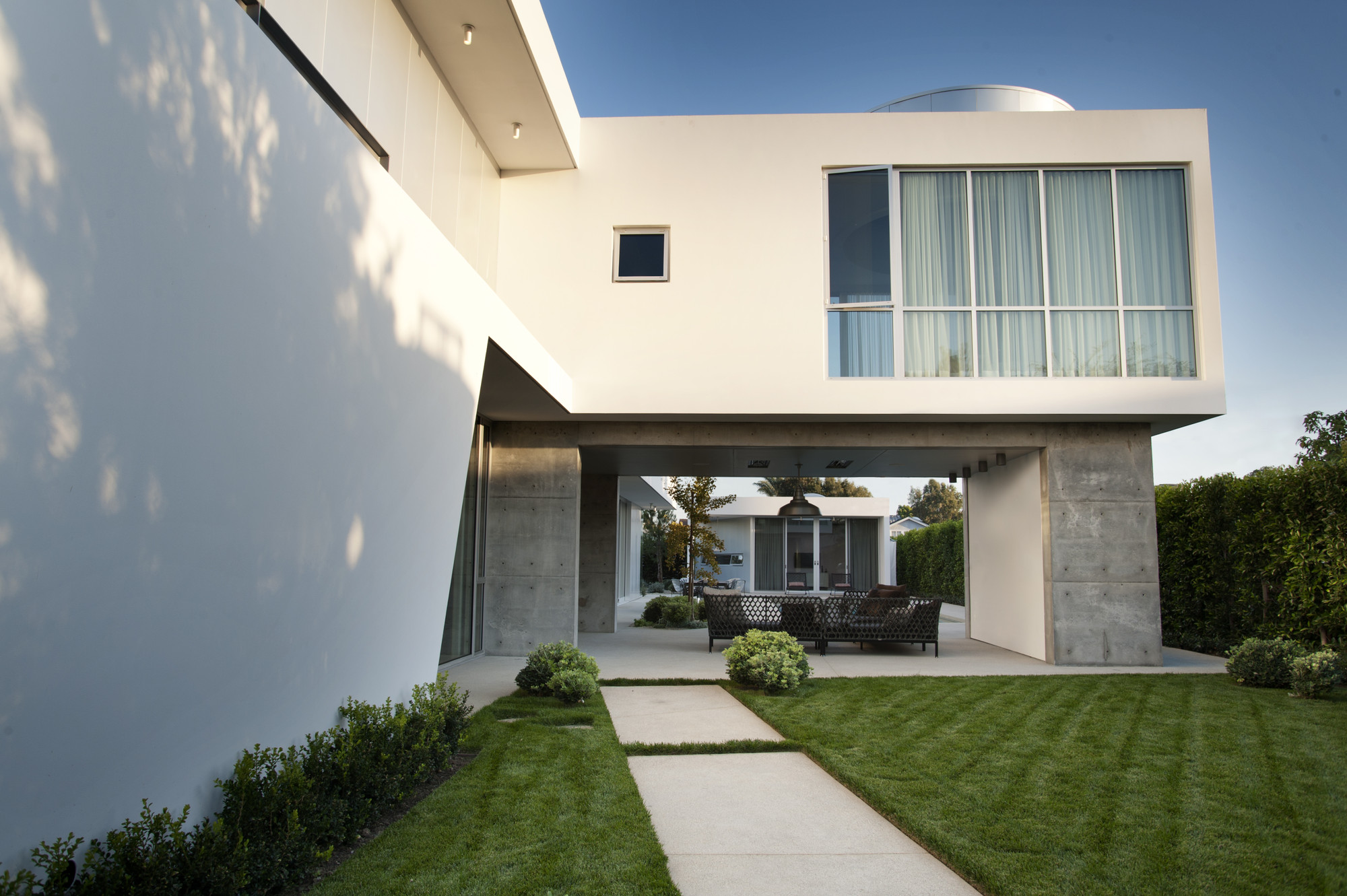 Modern Family Home / Dennis Gibbens rchitects rchDaily - ^