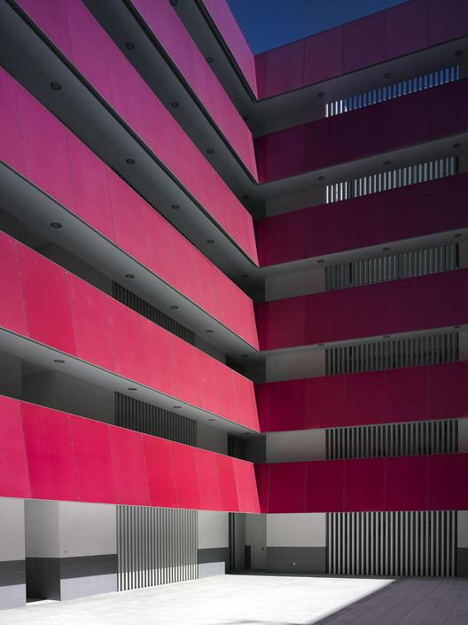 88 jerez dwellings daroca arquitectos archdaily - Kleur corridor ...