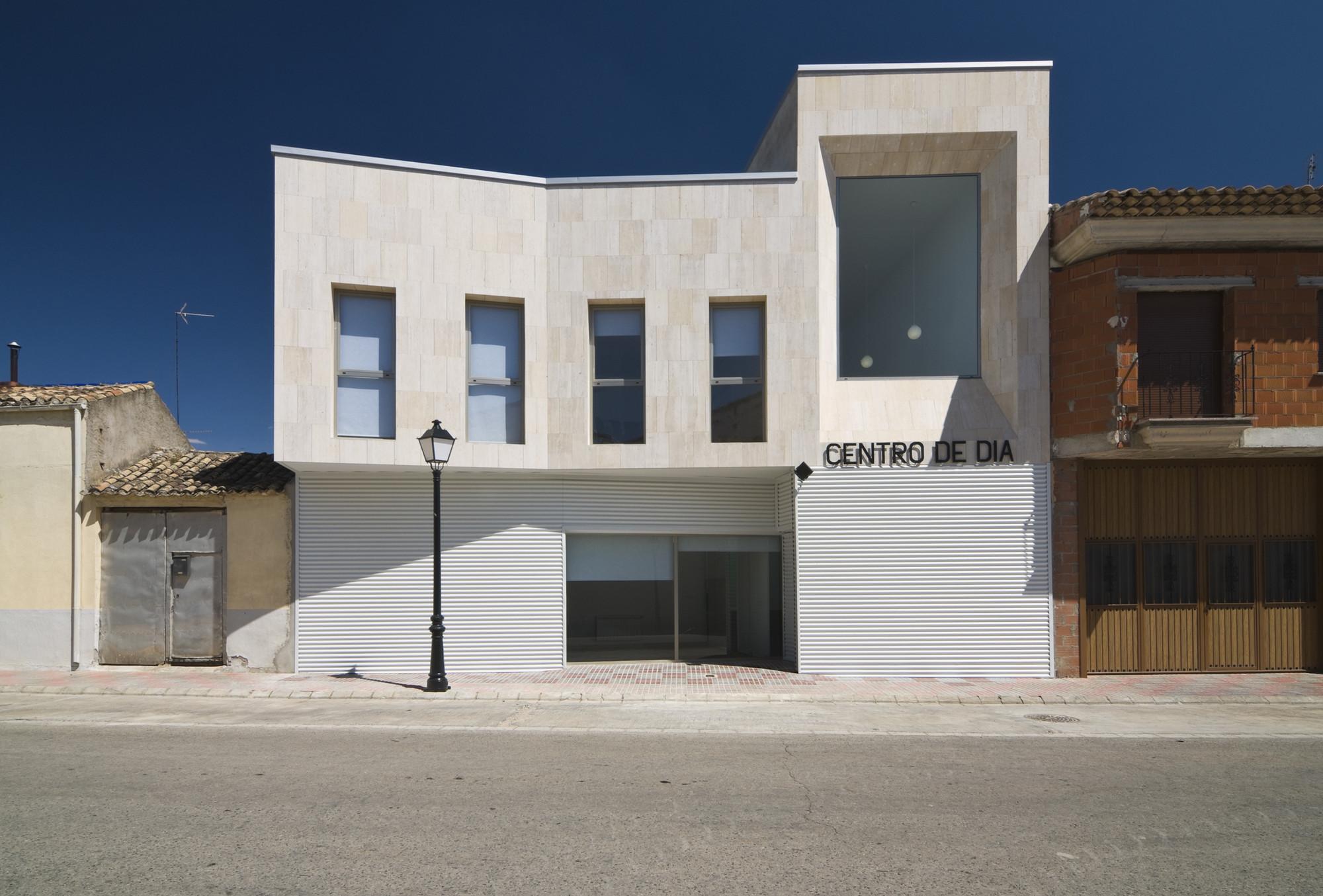 Day Centre / Diaz Romero Arquitectos