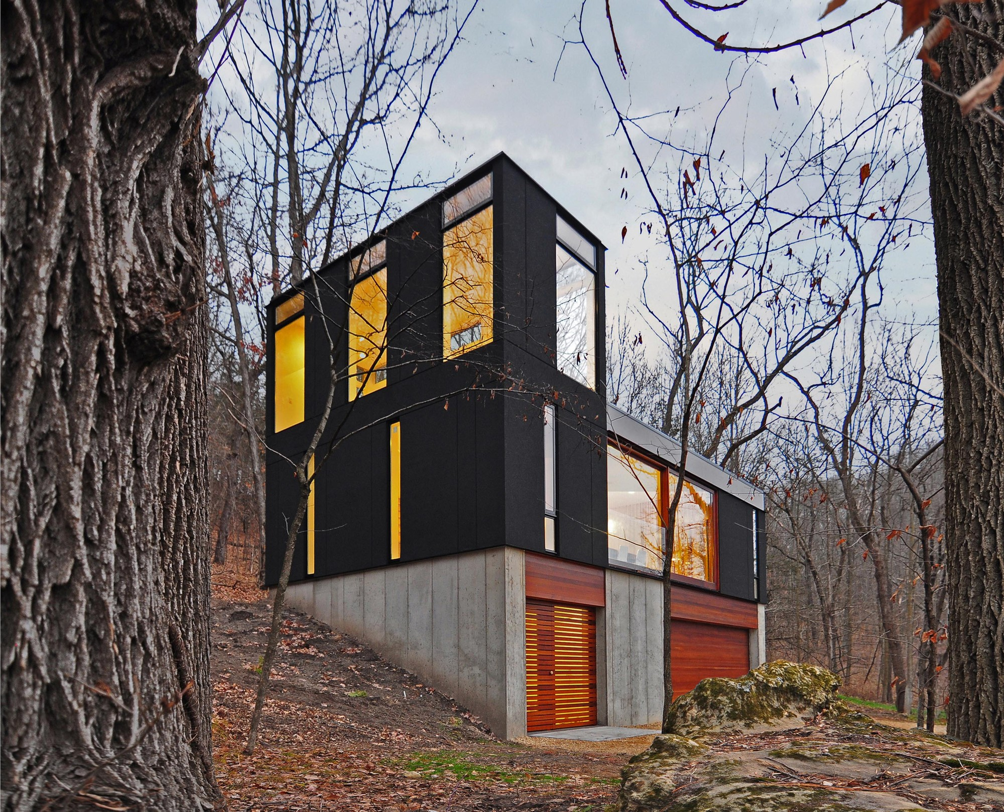 Stacked Cabin / Johnsen Schmaling Architects, © John J. Macaulay