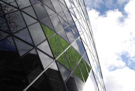 Famoso edificio Gherkin de Londres se vuelve verde... literalmente