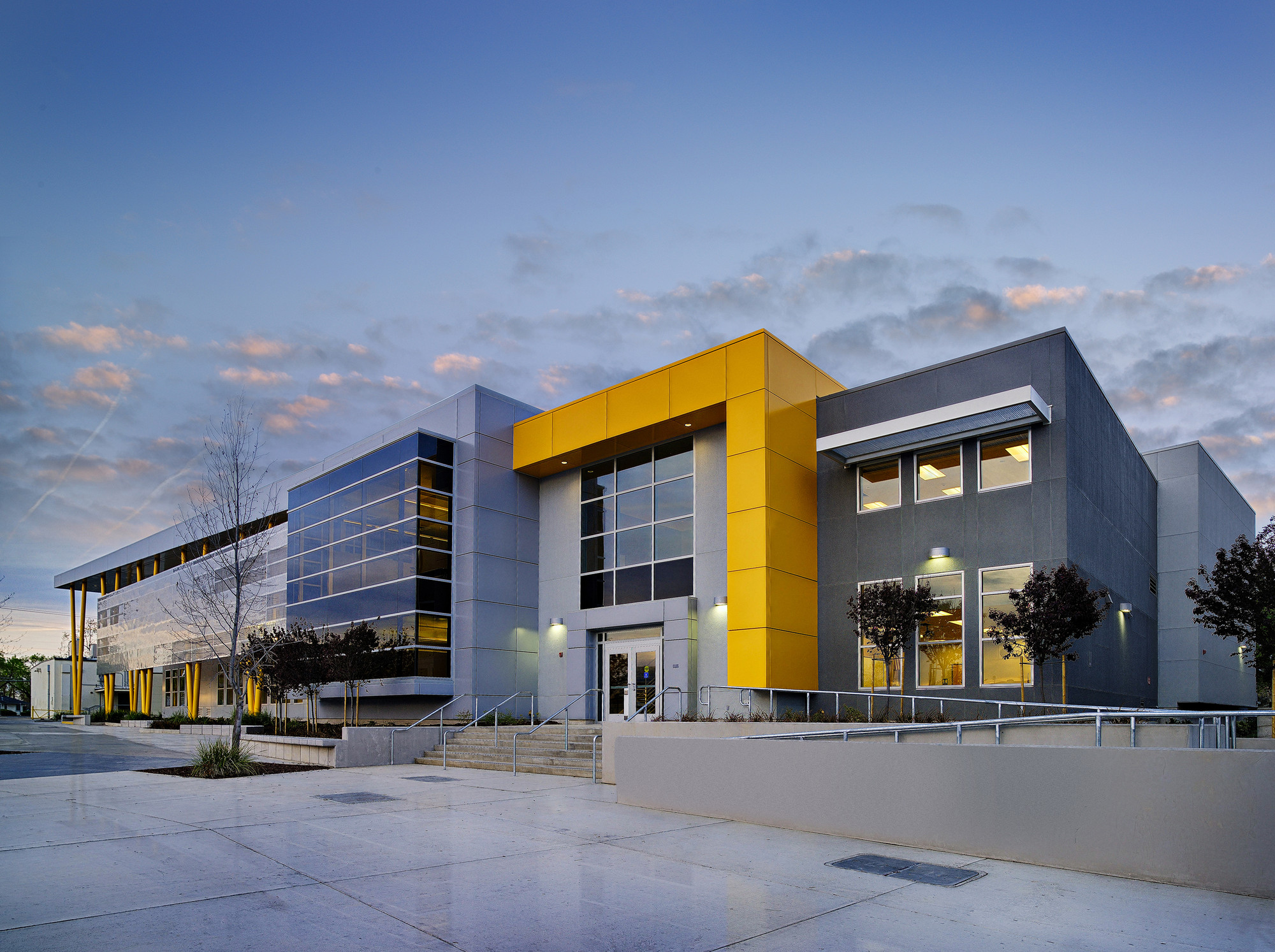 Edison high school academic building darden architects for Modern building construction
